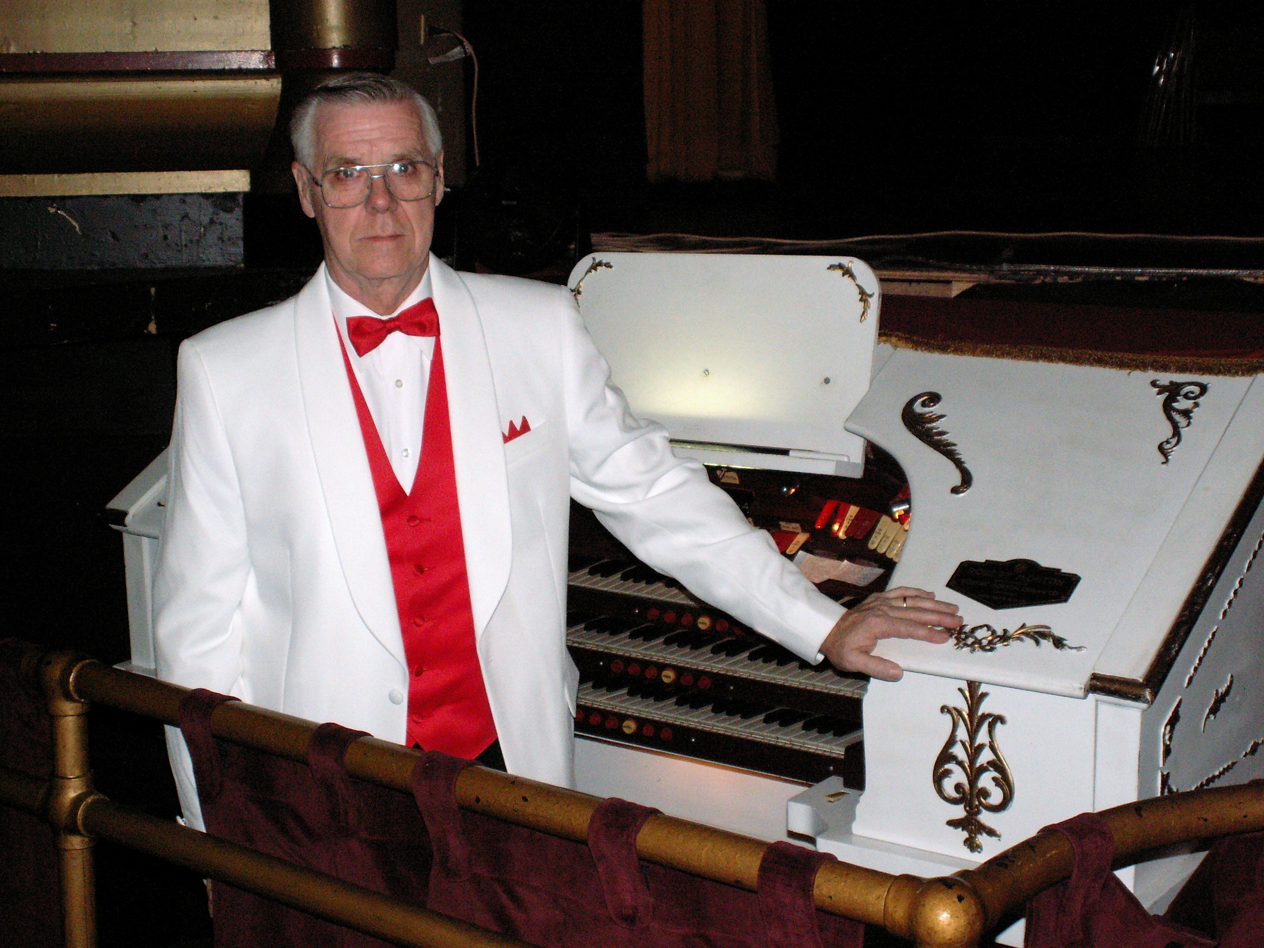 Frank Evans and the Temple's Mighty Morton Theatre Organ